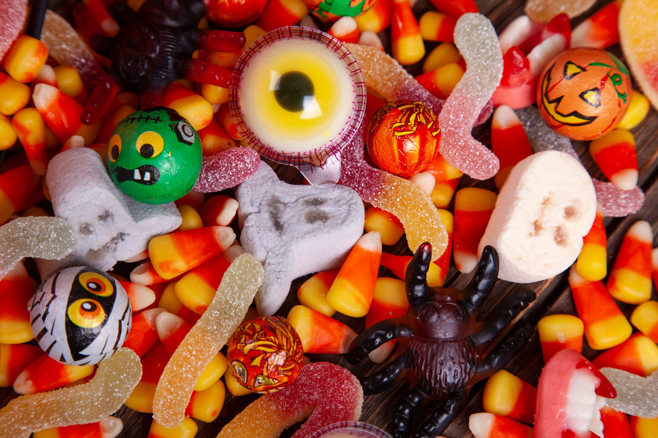 Top 4 Worst Halloween Candy for Your Teeth, According to a Dentist