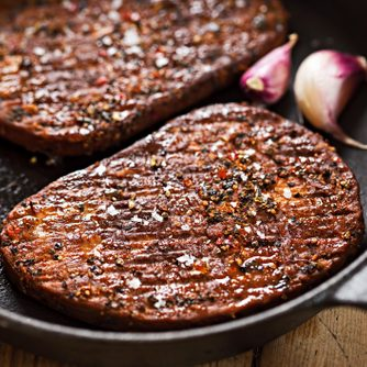 mycoprotien patty - Grilled meat free steaks with garlic