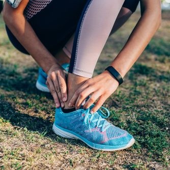 woman experiencing heel pain while walking for exercise